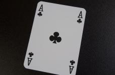 Jucător profesionist și jucător amator de poker